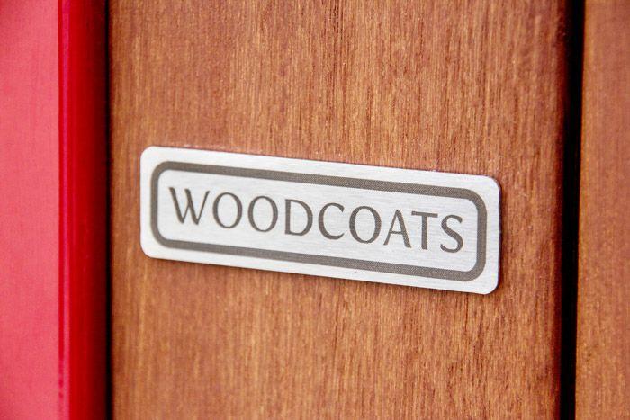 Woodcoats logo op plantenbak